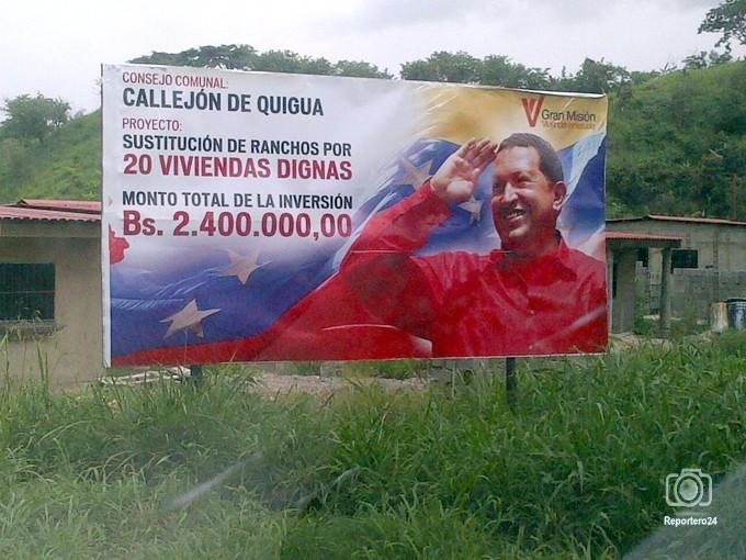 Una valla de la GMVV sin indicación del Ejecutante de la obra o proyecto  abundan en en San Felipe, Estado Yaracuy, Venezuela.